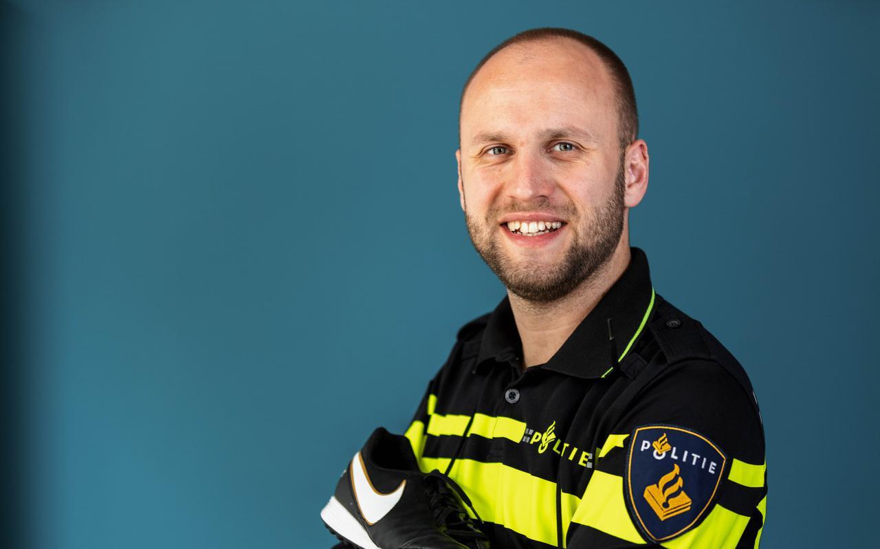 Assistent-scheidsrechter Kevin Bodde woont in Zwolle, maar in het dagelijks leven is hij wijkagent in Meppel.