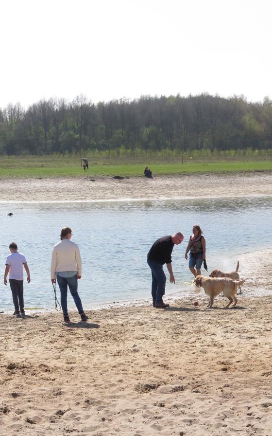 Het Canadameer mag nog steeds als spartelvijver voor honden gebruikt worden.