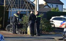 De fietser is met onbekende verwondingen overgebracht naar het ziekenhuis.