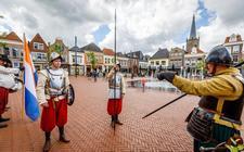 Scutterie van Sint Clemens staat in het centrum stil bij de bevrijding van Steenwijk 428 jaar geleden.