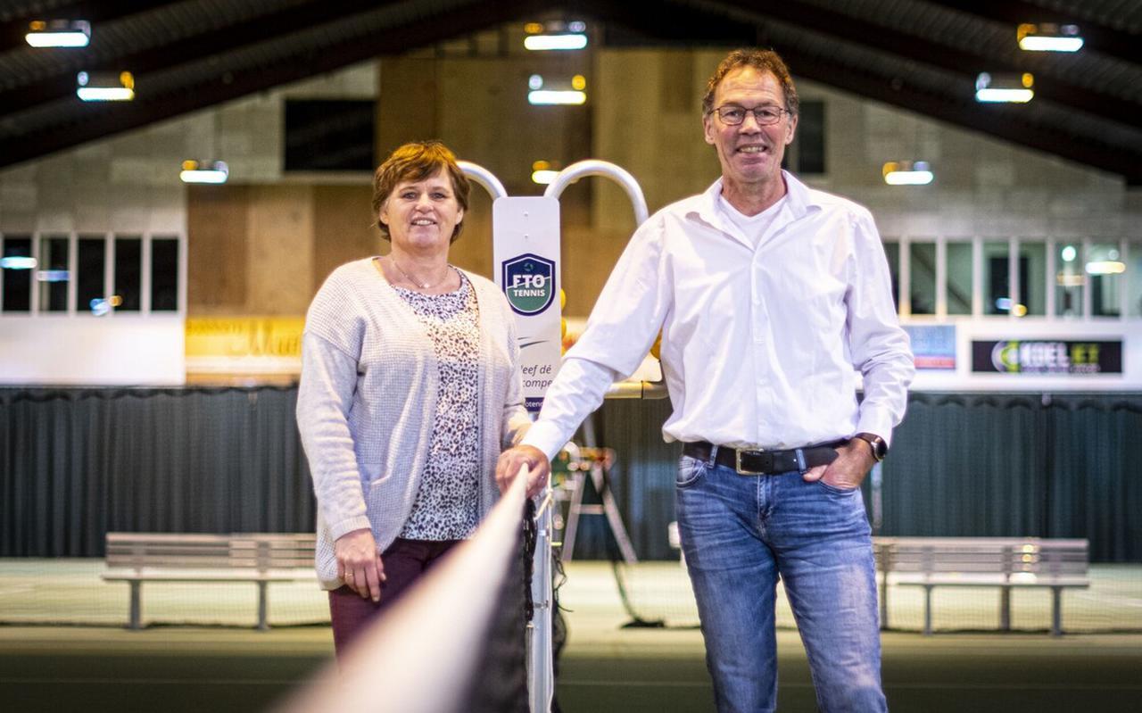 Ellen Sangers en Jan Willem Koopman in hun Racket & Fitness Centrum.