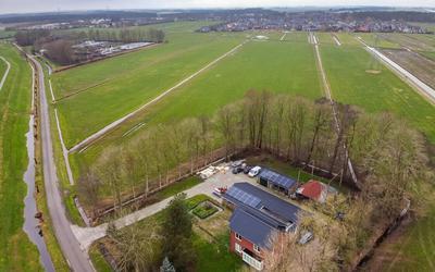 Er zijn plannen voor een zonnepark in de Bentpolder. Het erf van de familie Muizelaar grenst aan het perceel waar mogelijk een zonnepark komt.