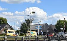 Op de Beulakerweg bij Giethoorn is dinsdagmiddag een fietser gewond geraakt nadat deze in botsing kwam met een auto.