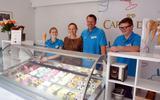 Michel Oostenrijk en Marlies Nederveen vinden de ijssalon een mooie aanvulling van hun naastgelegen restaurant Michel's American Diner.