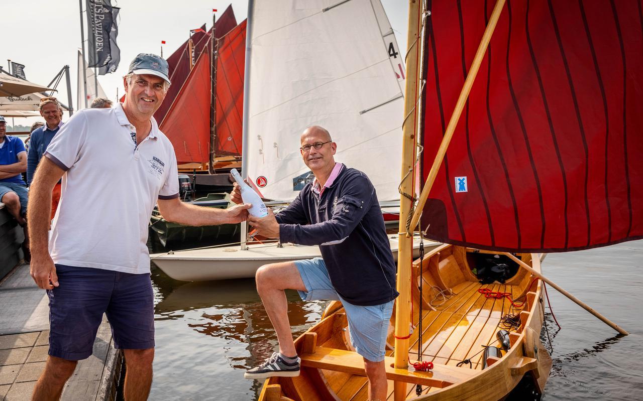 Arend Bouwer bij zijn nieuwe boot.