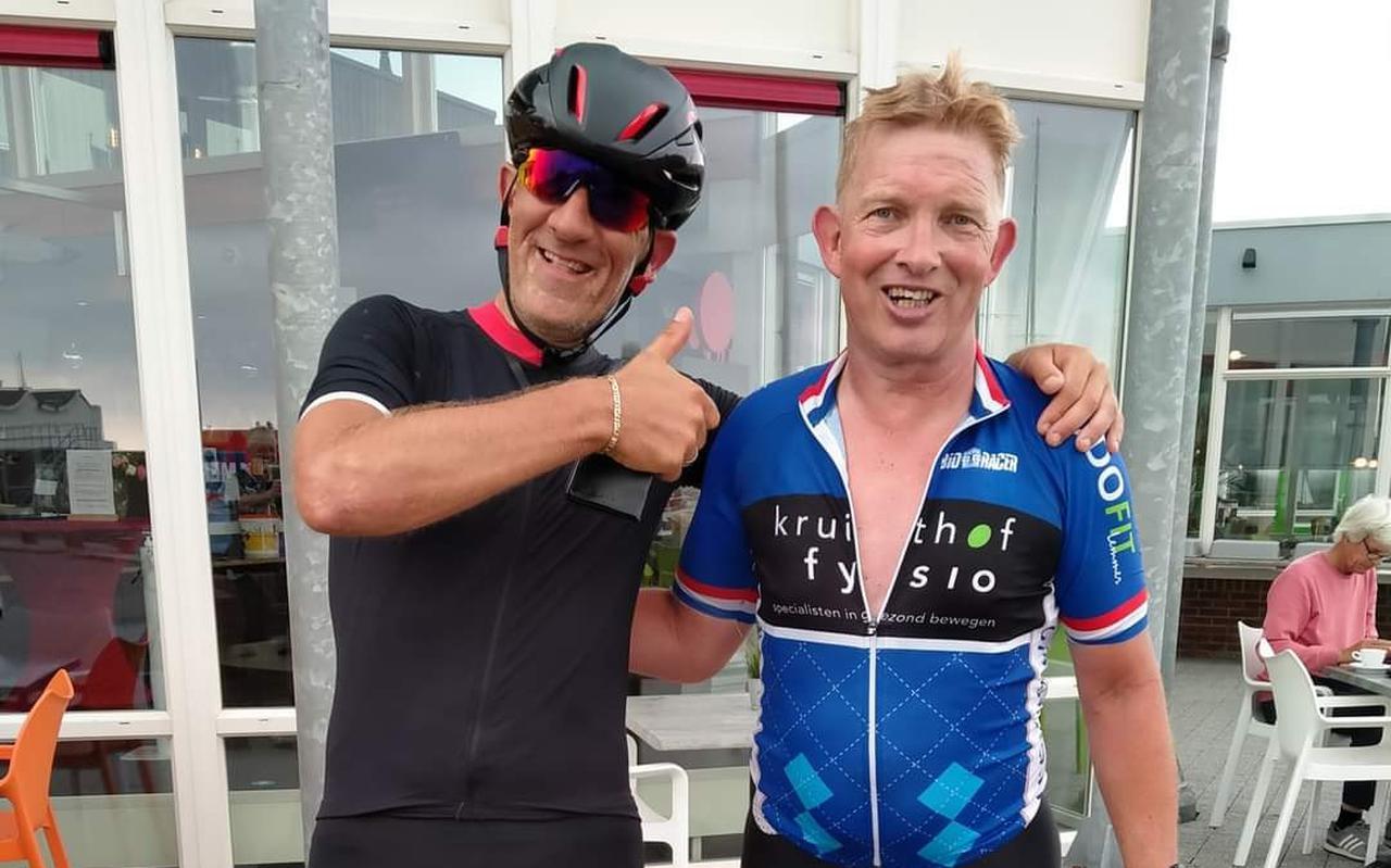 Dick Pluim (rechts) fietste zaterdag een ronde van 300 kilometer rondom Groningen.