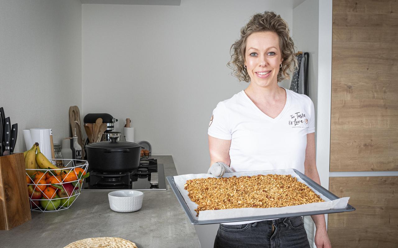 Grietje Bakker in haar kookstudio aan huis.