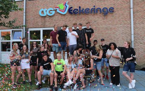 Na de taart konden de leerlingen aan de champagne 0.0.