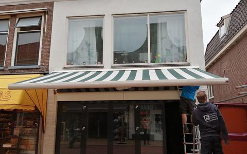 Er wordt hard gewerkt bij het pand aan de Oosterstraat 55.