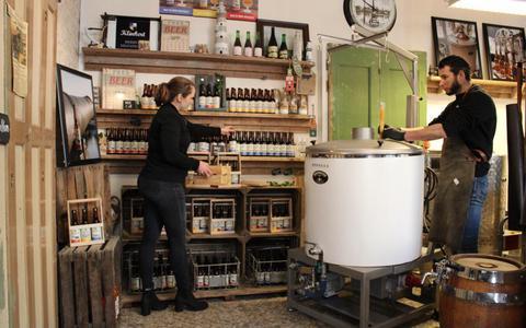 Blonde van Maurits heeft nu vaste verkering met de buurman: Brouwerij Klinkert levert exclusief bier aan Grand Café in Blokzijl