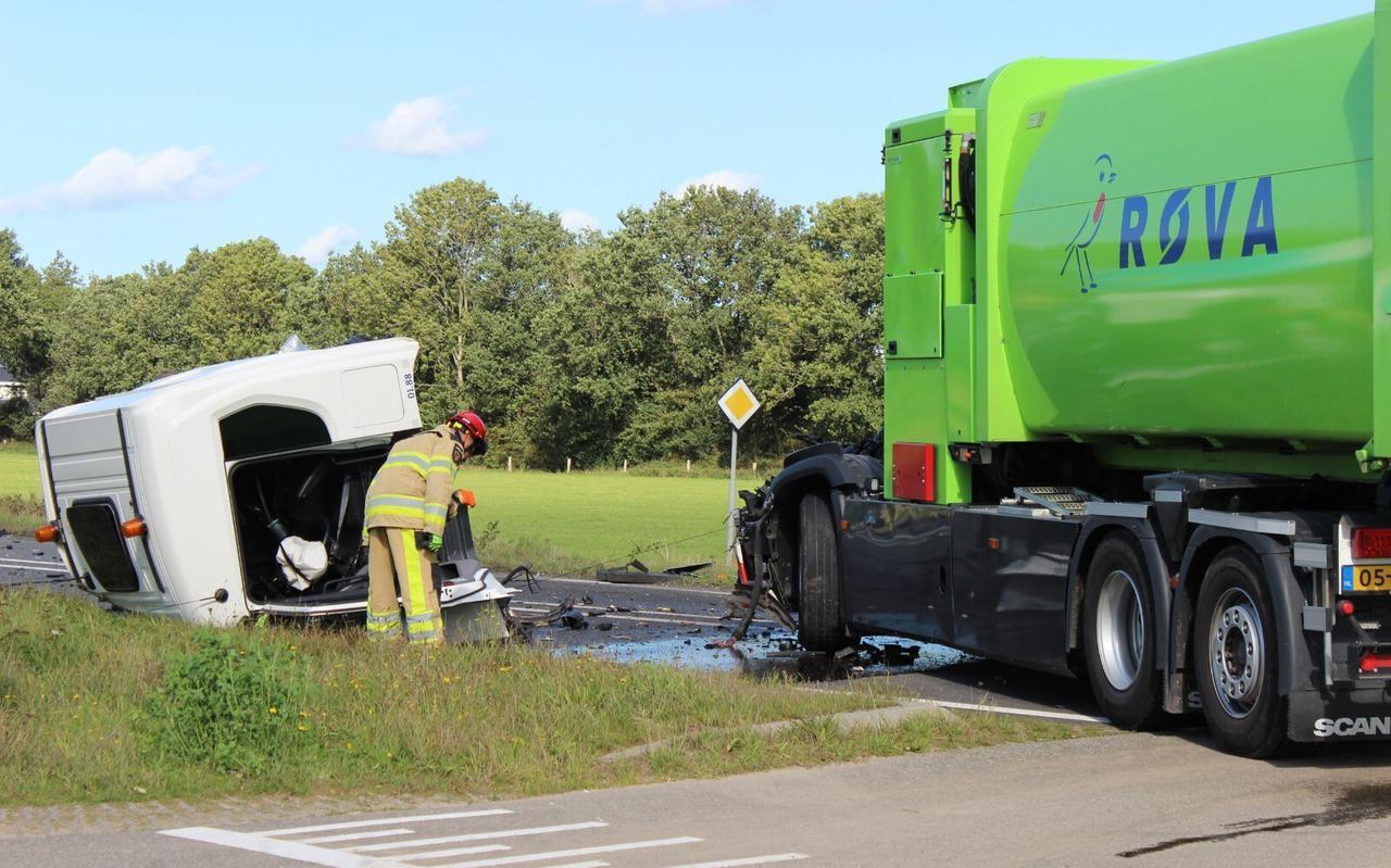 De chauffeur van de Rova die met zijn vuilniswagen op de N331 in Vollenhove in botsing kwam met een andere vrachtwagen heeft slechts één verkeersfout gemaakt.