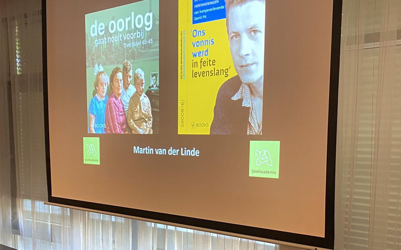 De lezing van Martin van der Linde in de bibliotheek van Steenwijk.