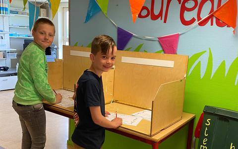 Kinderen mochten naar de stembus voor de nieuwe naam van de gezamenlijke school.