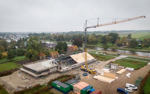 De nieuwe school De Punter in Giethoorn in aanbouw.