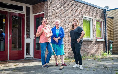 Son Hekelaar (l), Antoinette Versteeg en Mirjam Lensink hebben zich gevestigd in de voormalige Woldschool.